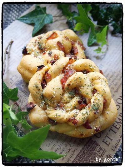 花型成形♪カリカリベーコンとトマトのパン