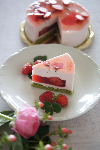 いちごと桜餡のレアチーズ
