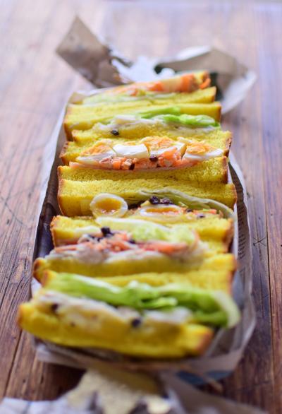 ミミまで美味しいカレー風味のサンドイッチ