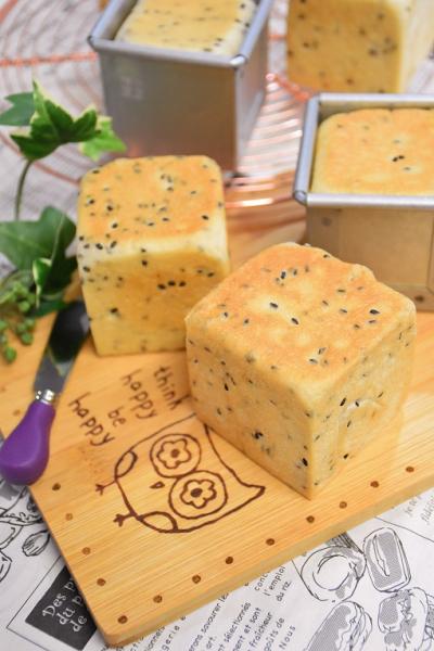 黒ごまとチーズのキューブパン(6cmキューブ型)