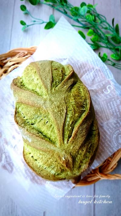 新緑をイメージした抹茶のリーフパン