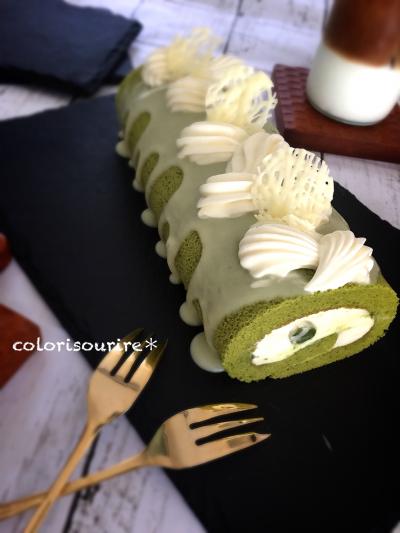 抹茶とホワイトチョコのミルキーロールケーキ。