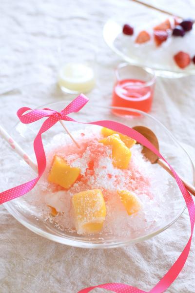 マンゴーココナッツかき氷のグレフルシロップかけ
