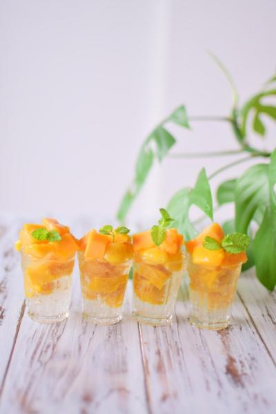 わらびマンゴーで小さなパフェ