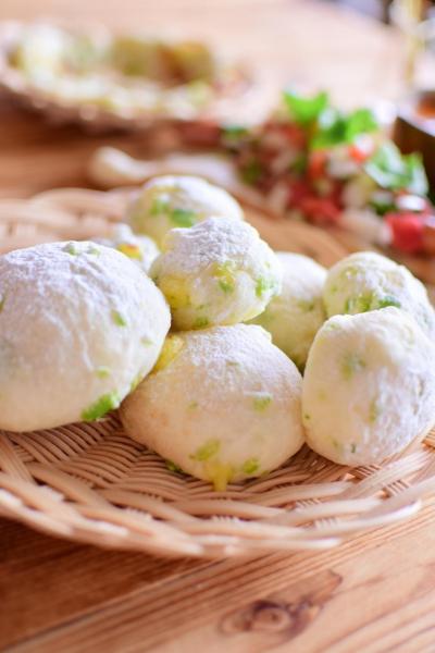 ふわふわ真っ白の枝豆パン