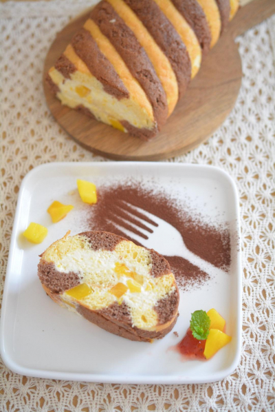 マンゴーヨーグルトムースのロールケーキ