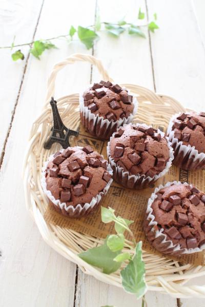 冷やして食べる♪夏のチョコカップケーキ