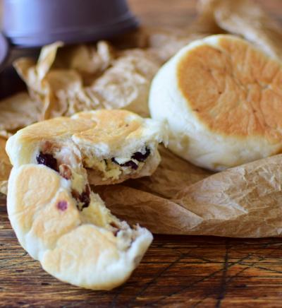 IFトレーでチーズとベリーの平焼きパン