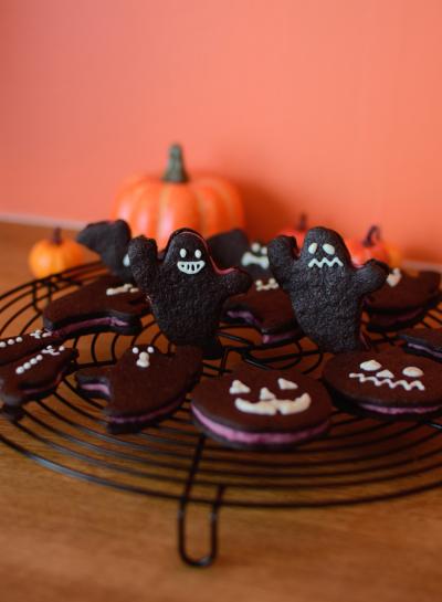 まっくろオバケのラズベリーチョコサンドクッキー
