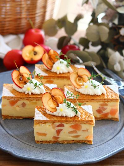 りんごのミルフィーユ風ムースケーキ