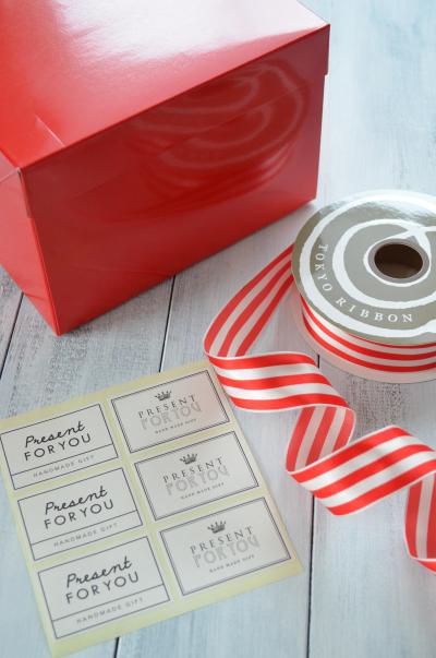 真っ赤な箱で華やか♪ケーキのラッピング