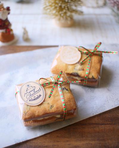 プレゼントボックスのようなサンドクッキーのラッピング