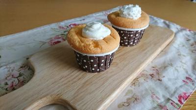 ホワイトクリームカップケーキ