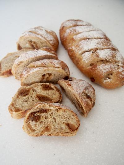 いちじくとカシューナッツのパン