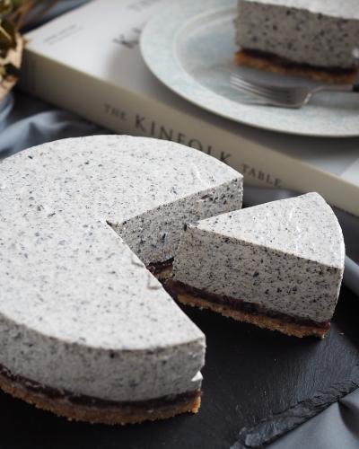 黒ごまとあんこのレアチーズケーキ