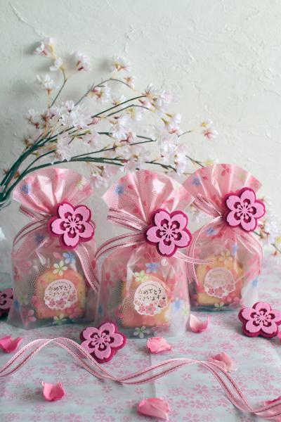 桜のモチーフがポイントの焼き菓子詰め合わせラッピング