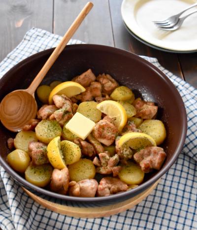 鶏肉とじゃがいものガーリックバターソース*サーモスのフライパンでお手軽レシピ*