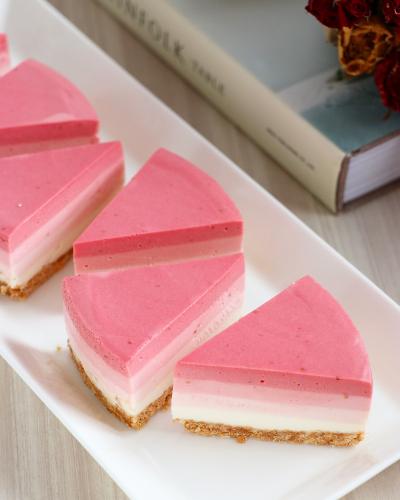 ストロベリーグラデーション*レアチーズケーキ
