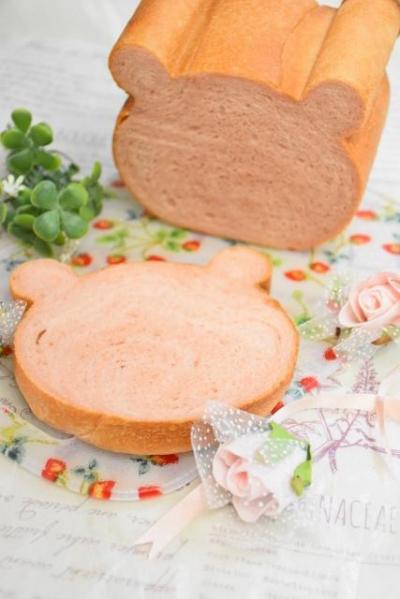 いちごのくま型食パン