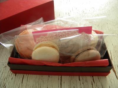 もらったら嬉しいマカロン5個を箱で贈るラッピング