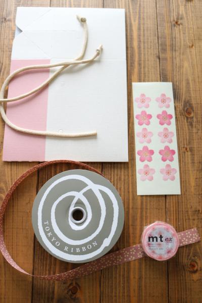 桜のシフォンカップケーキのラッピング