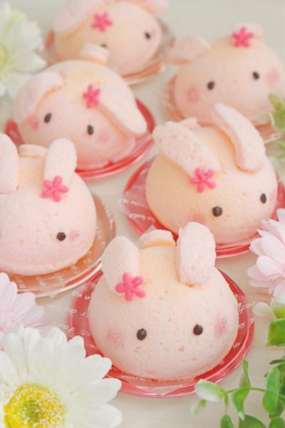 桃色うさぎのカスタードケーキ