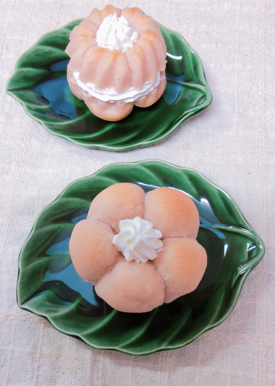ミニクグロフ型で〜お花パンのホイップサンド