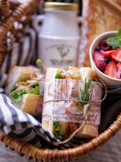 ピクニックサンドイッチのラッピング