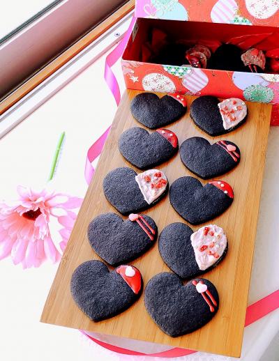 【バター不使用】 ブラッククッキー ~苺でおめかし♡~