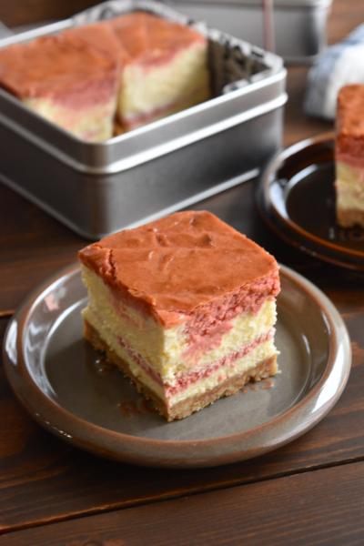 濃厚いちごのニューヨークチーズケーキ