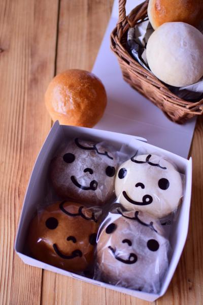 """""""菓子パン袋こども""""を使った簡単ラッピング"""