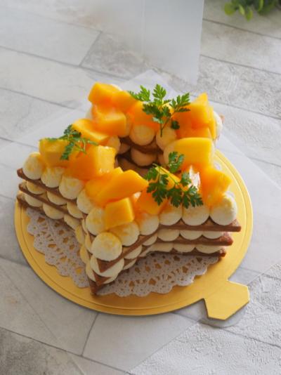 星型マンゴークッキーケーキのラッピング