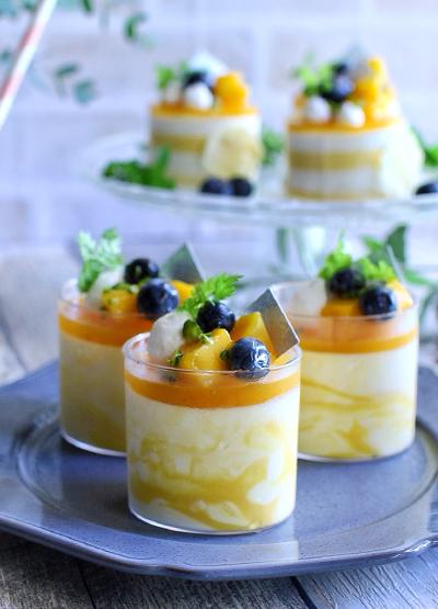 マンゴーとパッションフルーツのマーブルレアチーズムース