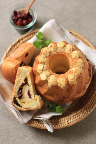 クランベリーとホワイチョコのクグロフパン