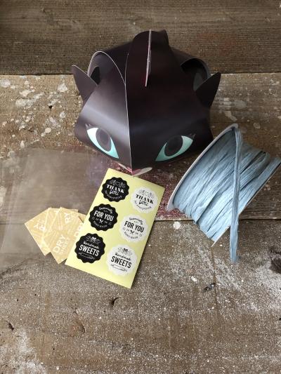 黒猫メレンゲ菓子のラッピング