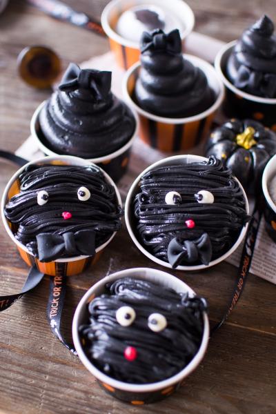 ハロウィン仕様の真っ黒クリームパン