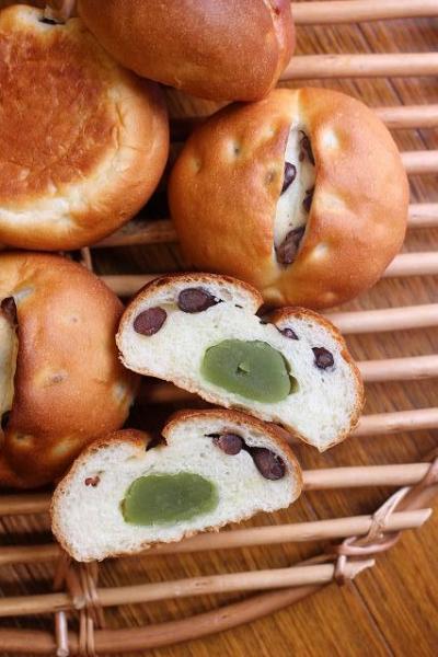 宇治抹茶餡と大納言のプチパン