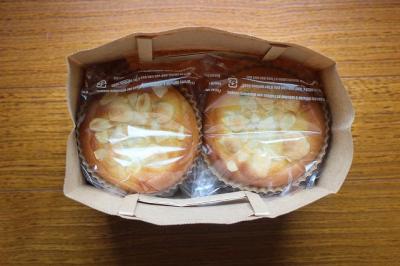 宇治抹茶餡&アーモンドクリームのパンのラッピング