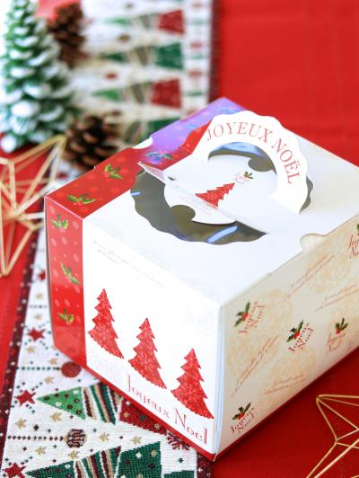 クリスマスのデコレーションケーキのラッピング
