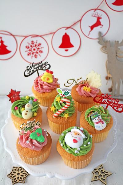 ふんわりクリスマスカップケーキ