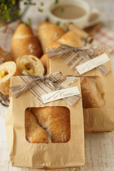 窓つきバッグでパンにぴったりナチュラルラッピング