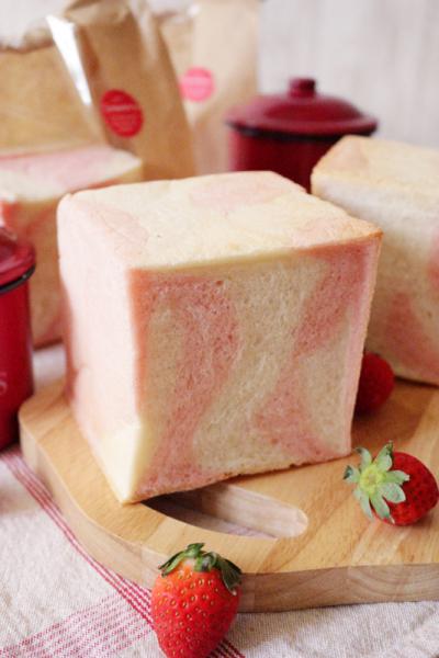 苺ミルクキューブパン