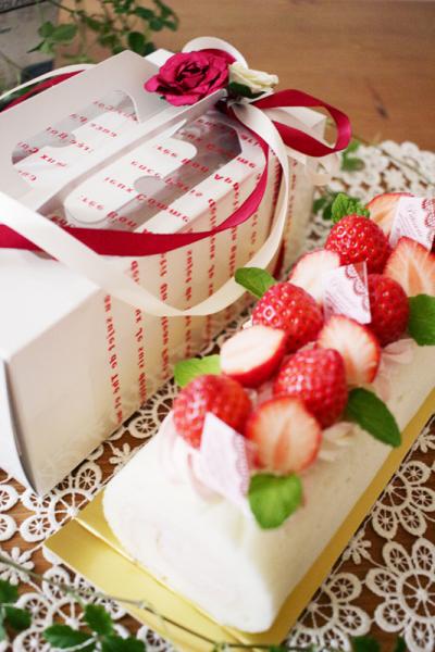 苺ミルクロールケーキラッピング