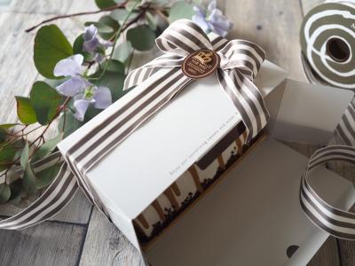ロールケーキや細長いケーキのラッピング
