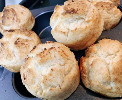 マフィン型で卵バター不使用!余った生クリームで簡単!朝食におすすめ!クリームチーズスコーン