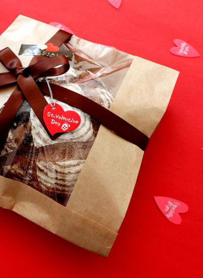 アップルチョコのカンパーニュのバレンタイン向けラッピング♪