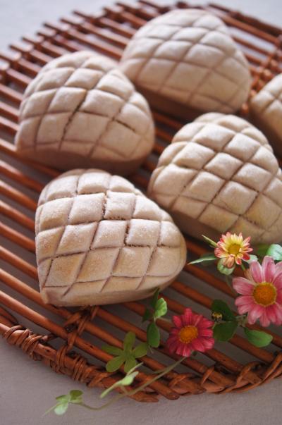 ラズベリーと抹茶のメロンパン