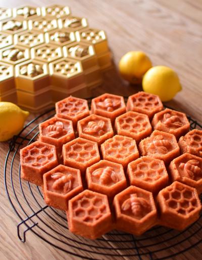 ハニカム型がかわいい、はちみつレモンケーキ♪
