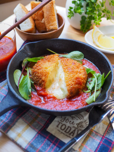 チーズ溢れ出る♡トマトソースの洋風コロッケ