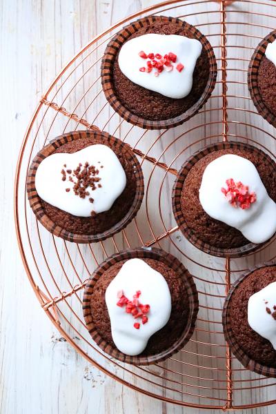 超簡単アイシングで!混ぜて焼くだけチョコカップケーキ